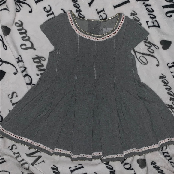 Tahari Other - Grey soft dress with surer cute embroidery!